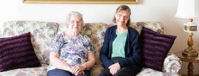 /images/newsfeed/featured/enjoying-retirement-earlier-daughter-mother-experience-youthful-living-together-canterbury-manor-210405101146.jpg